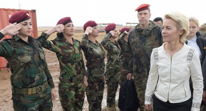 German Defense Minister reviews Kurdish troops
