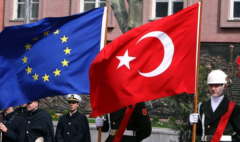Turkey threatens to suspend EU deals if visa-free travel not allowed