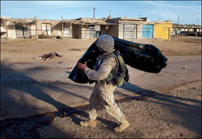 Marine_body_bag_Iraq