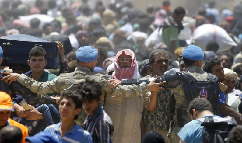 Thousands fled offensive by ISIL against 2 towns held by rivals in Syria