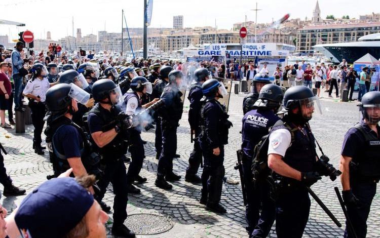 BREAKING NEWS: Ukrainian Pravy Sektor Nazis attack England fans in Marseille