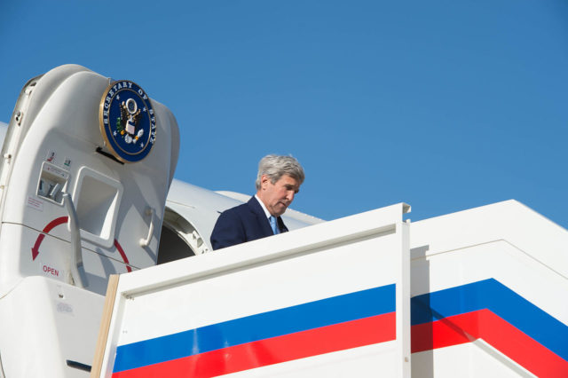 Secretary_Kerry_Disembarks_From_His_Plane_Upon_His_Arrival_to_Moscow_for_Meetings_With_Russian_President_Putin_and_Foreign_Minister_Lavrov_(25886274682)