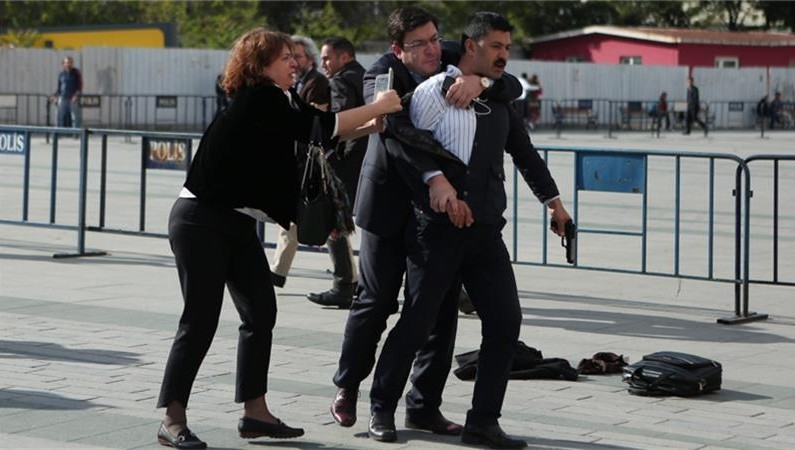 Turkish editor survives assassination attempt on court house steps