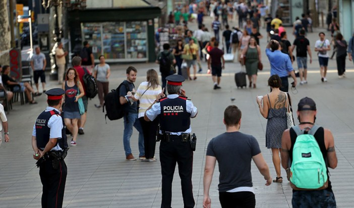 Anti-fascist & far-right groups plan simultaneous Barcelona protests