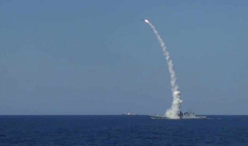 Russian frigate fires Kalibr cruise missiles at ISIS targets in Deir ez-Zor – video