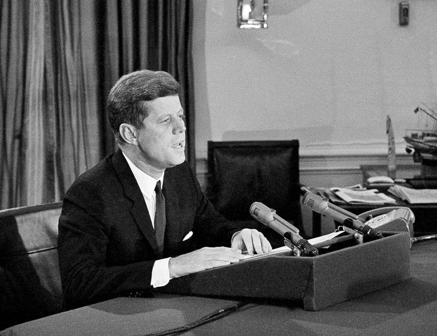 the cuban missile crisis of 1962 essay The cuban missile crisis is considered the closest time the world has ever come   what was the cause of the 1962 cuban missile crisis essay.