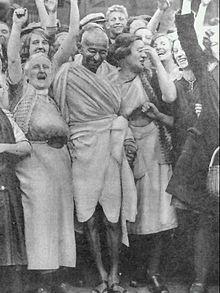 Gandhi with textile workers at Darwen, Lancashire, 26 September 1931